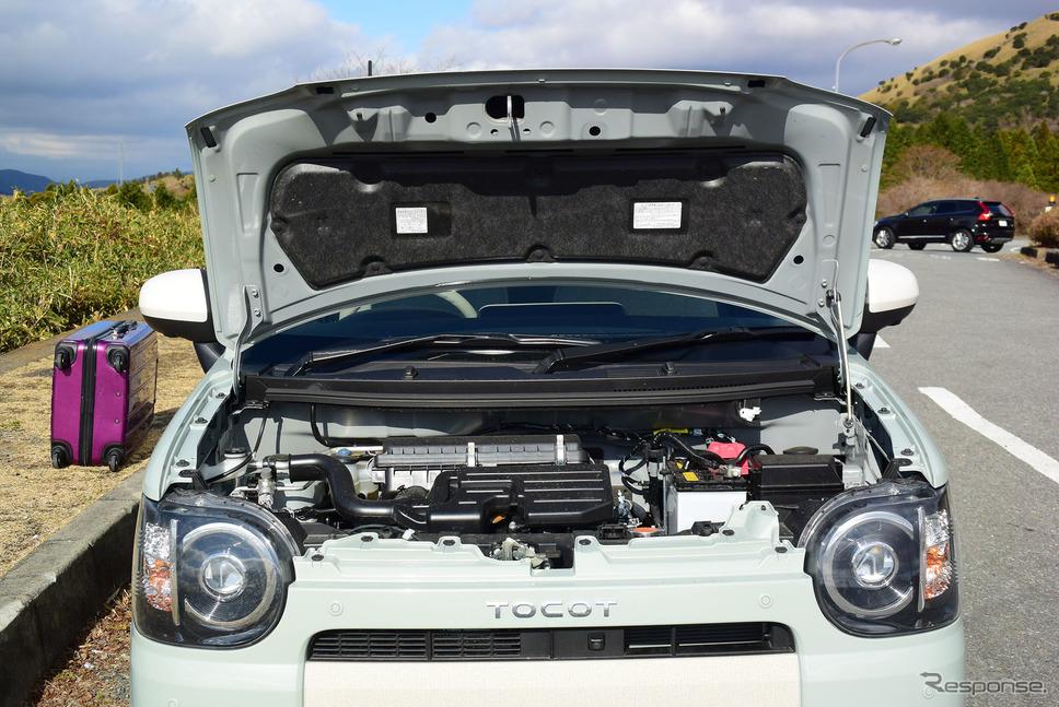 トコットのエンジンベイ。0.66リットル自然吸気エンジン1本とあって、狭い空間でもなおスカスカ。整備性は良さそうだった。《撮影 井元康一郎》