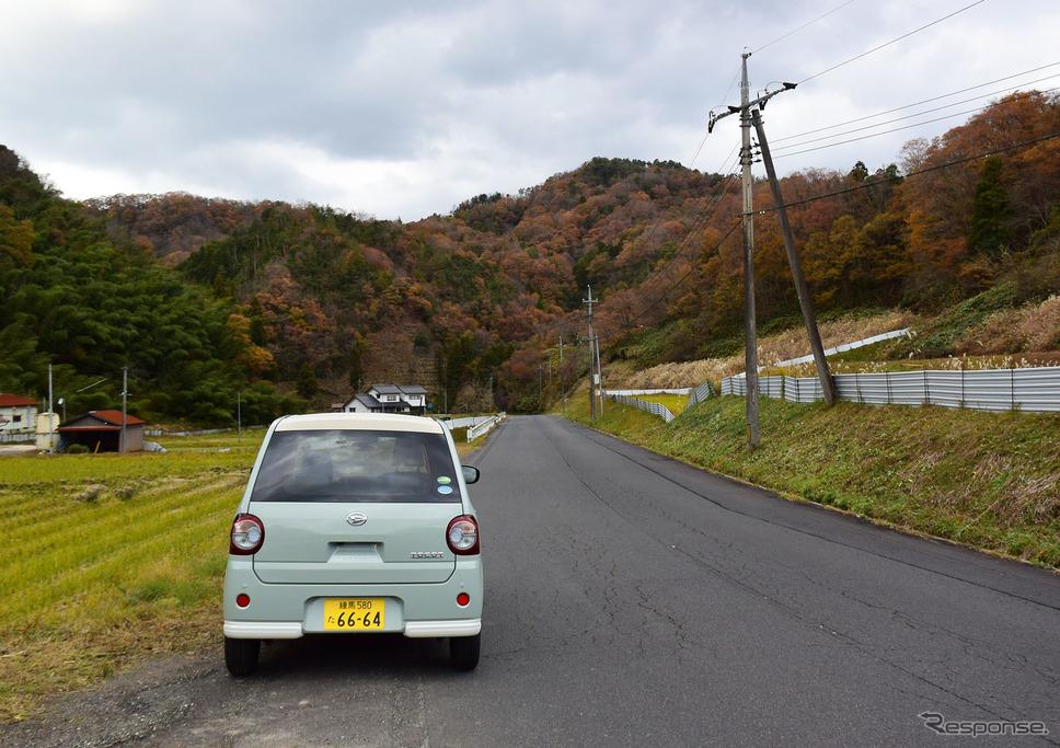 田舎道をのんびりと走る牧歌的なドライブはトコットの真骨頂だ。《撮影 井元康一郎》