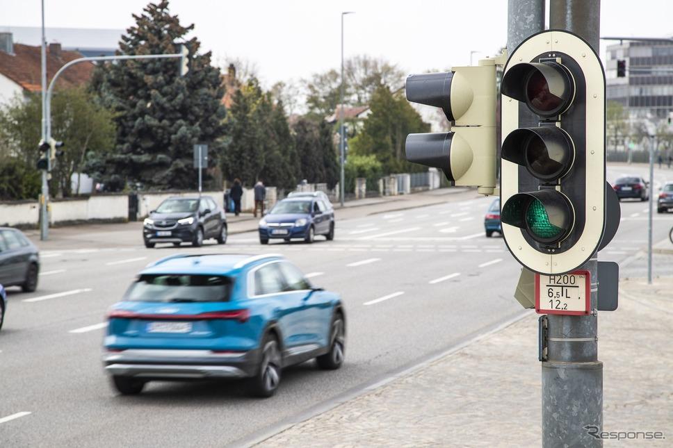 アウディの赤信号ストップを減らすV2Iサービス