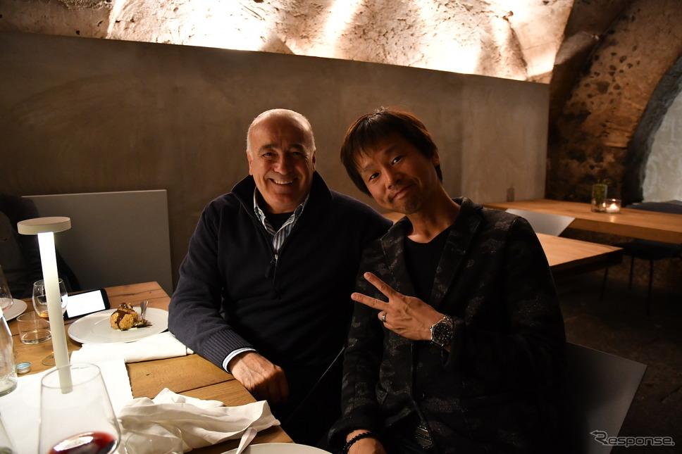ピレリ・メッツラー2輪タイヤ開発責任者のサルヴァトーレ・ペニーズィ氏(写真左)と筆者。《画像 ピレリジャパン》