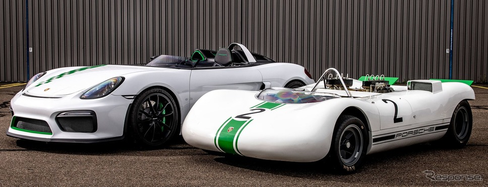 ボクスター・ベルクスパイダー(向かって左)と909ベルクスパイダー《photo by Porsche》