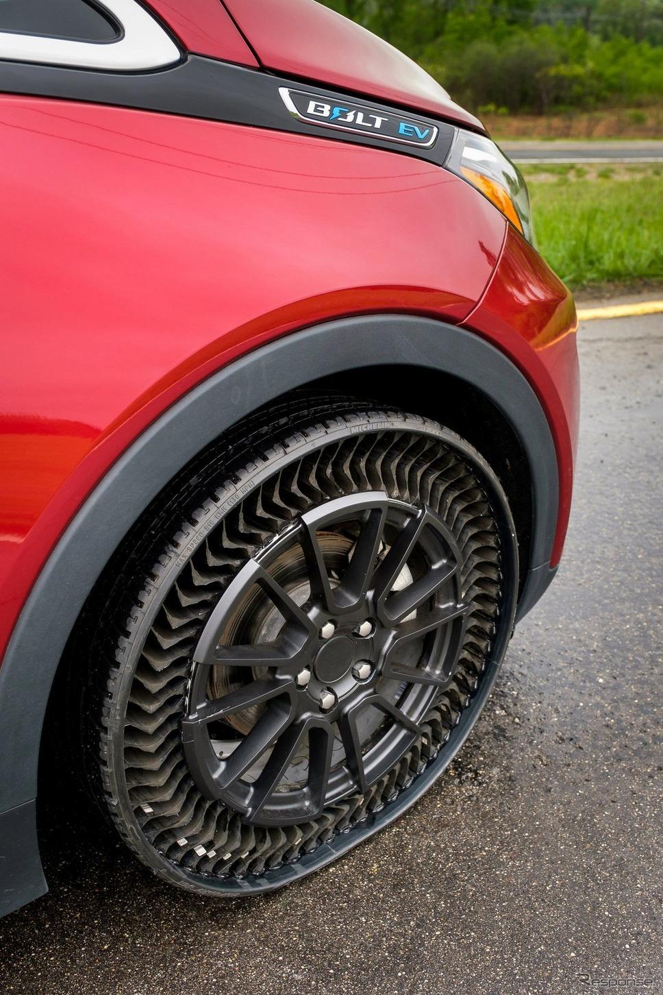 GMとミシュランが共同開発した次世代エアレスタイヤ『アプティス』のプロトタイプ《photo by GM》