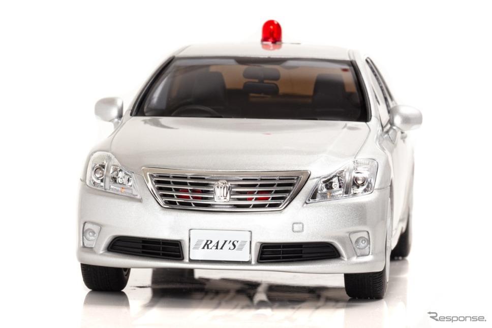 1/18 トヨタ・クラウン(GRS202)2011警察本部交通部交通覆面車両(銀)《写真 ヒコセブン》