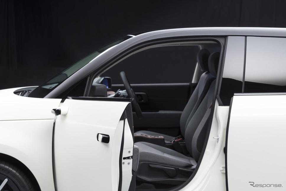 ホンダ e のデジタルミラー「サイドカメラミラーシステム」《photo by Honda》