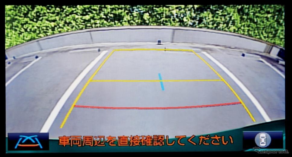 パノラミックビューモニター 左右サイドビュー表示イメージ《画像:トヨタ自動車》