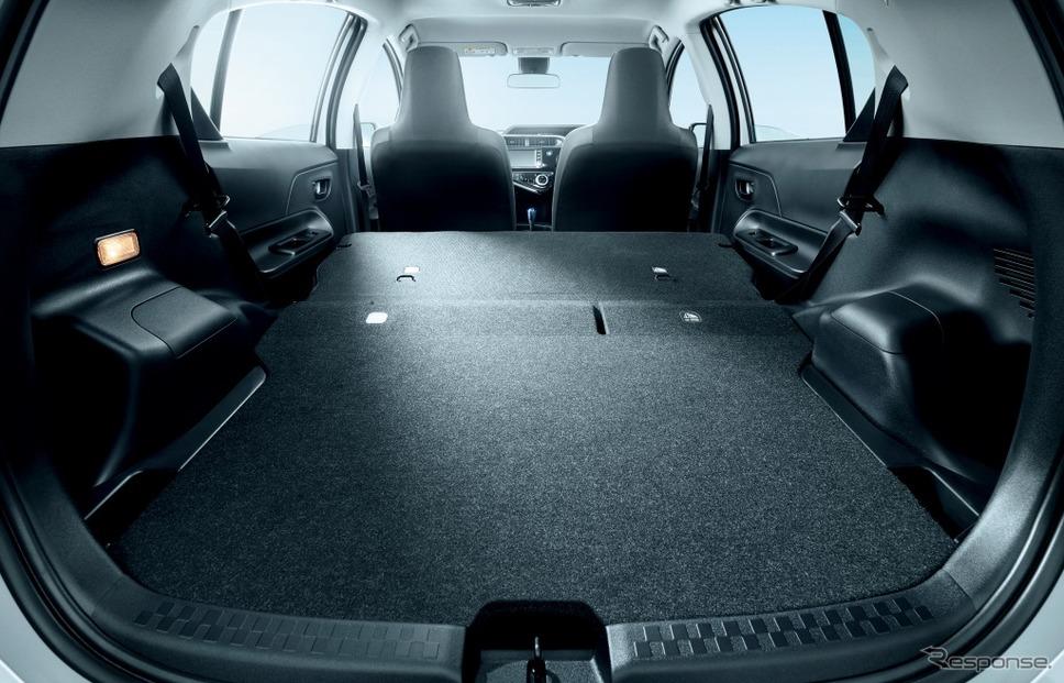 トヨタ アクア 特別仕様車 Sビジネスパッケージ 専用デッキボード《画像:トヨタ自動車》