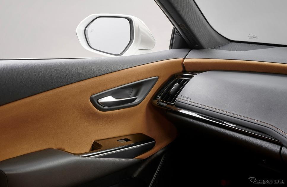 ドアトリム&インストルメントパネル(グランリュクス巻オーナメント表皮)こがね《画像:トヨタ自動車》