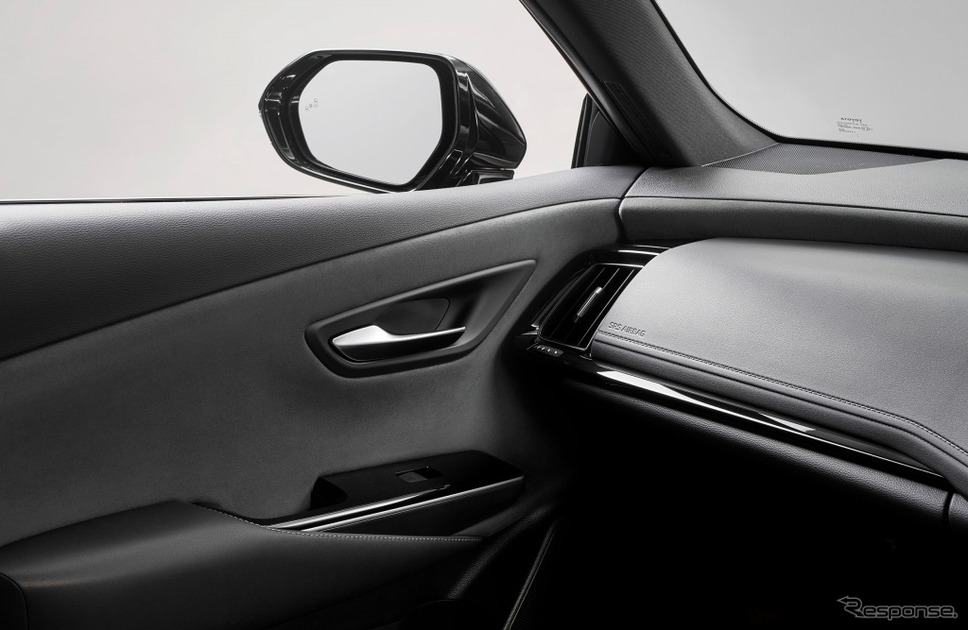 ドアトリム&インストルメントパネル(グランリュクス巻オーナメント表皮)ブラック《画像:トヨタ自動車》