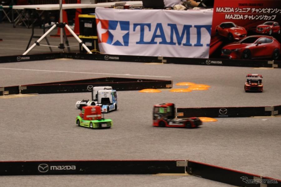 トラッククラスは大きなボディと、他のクラス同様スケールスピード自体は相当速いので迫力満点だ。《撮影 中込健太郎》