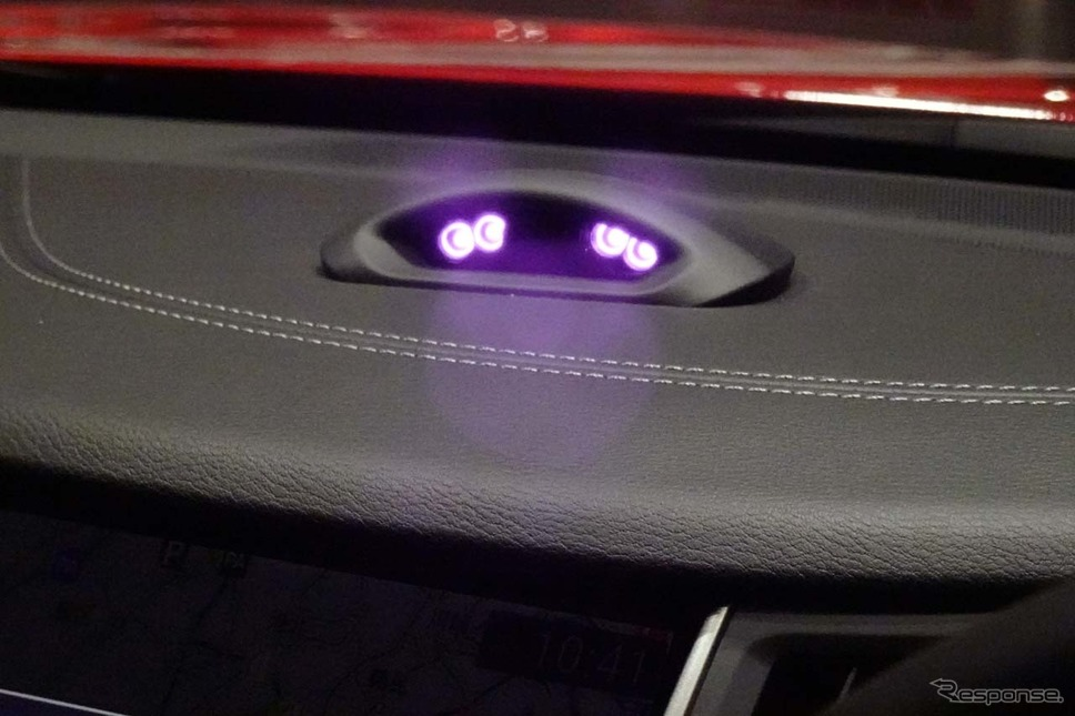 ドライバーの視線を常に監視する赤外線カメラをダッシュボード上に搭載する《撮影 会田肇》