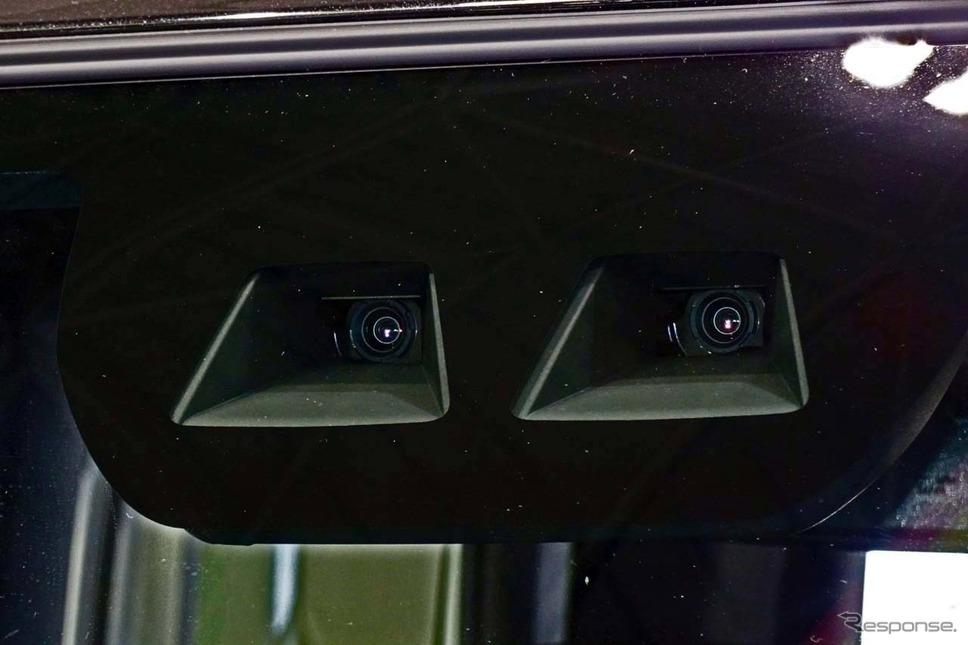 先進安全支援機能の要となっているのがデンソー製ステレオカメラだ