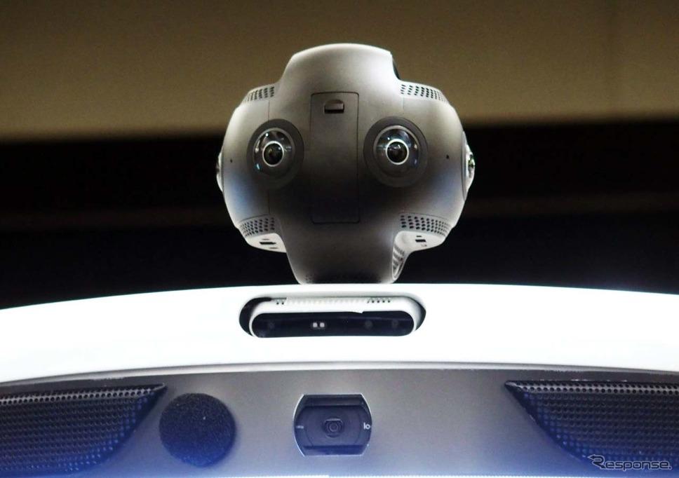 会場を映し出す360度カメラを装備。その下には障害物検知のカメラ、HDカメラも装備。