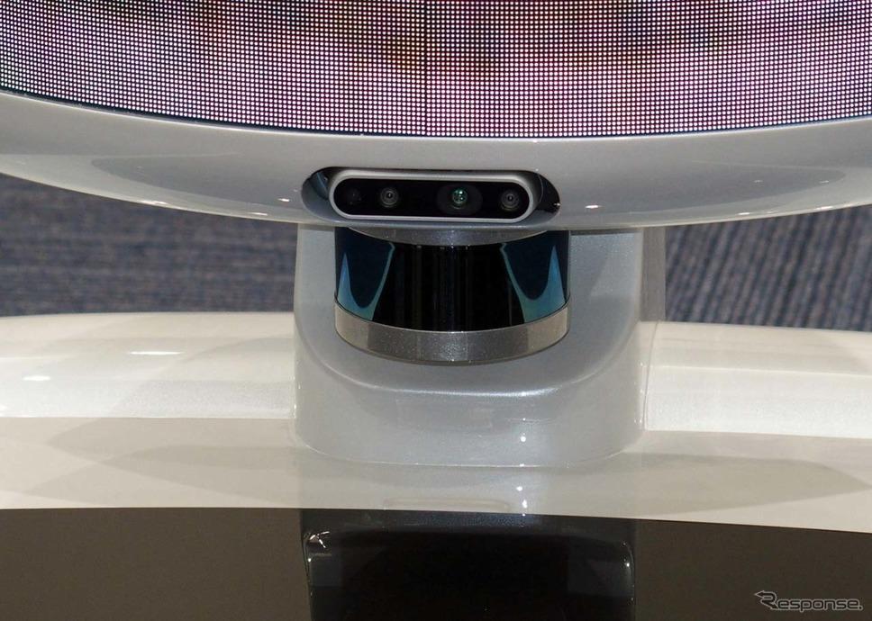 自律走行を可能とするために、周辺360度監視するベロダイン製LiDARも搭載する