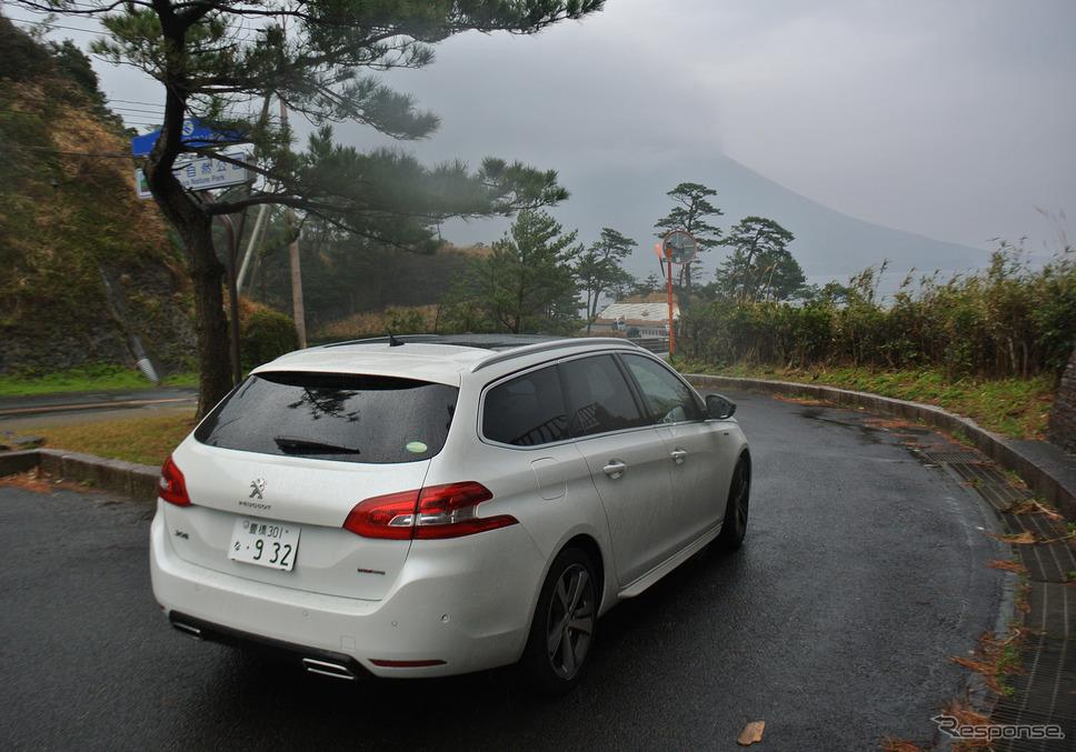鹿児島・薩摩半島南端に近い瀬平公園にて。好天時は開聞岳を望む絶景スポットなのだが、無念にも悪天候に阻まれた。《撮影 井元康一郎》