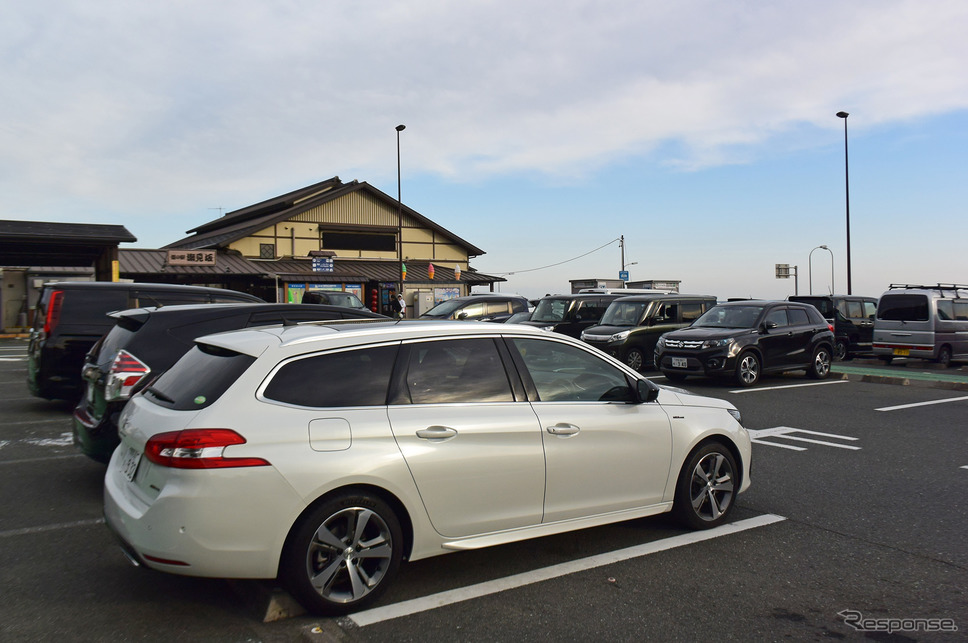 静岡最西部の道の駅潮見坂にて。冬季は激甘のみかんが常軌を逸した低価格で売られている。《撮影 井元康一郎》