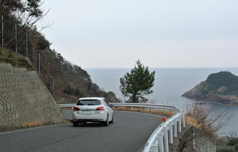 兵庫の日本海沿岸にて。《撮影 井元康一郎》