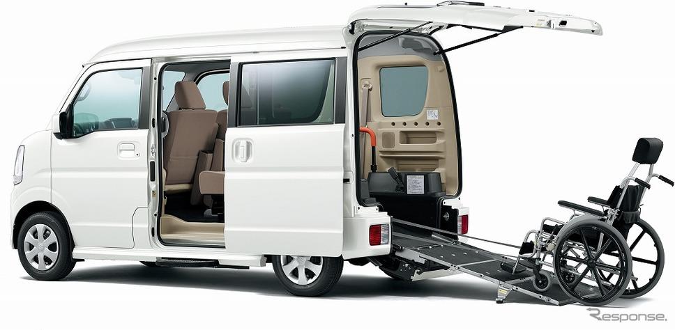 スズキ エブリイワゴン 車いす移動車 電動オートステップ装着車(パールホワイト)《画像:スズキ》