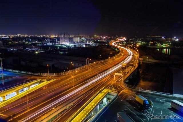 泉大津PAから見た阪神高速《写真AC》