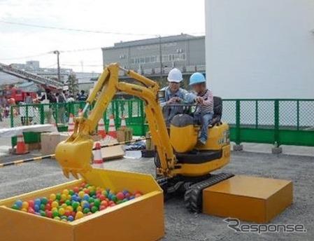 コマツ湘南工場フェア(例年の様子)《写真 コマツ》