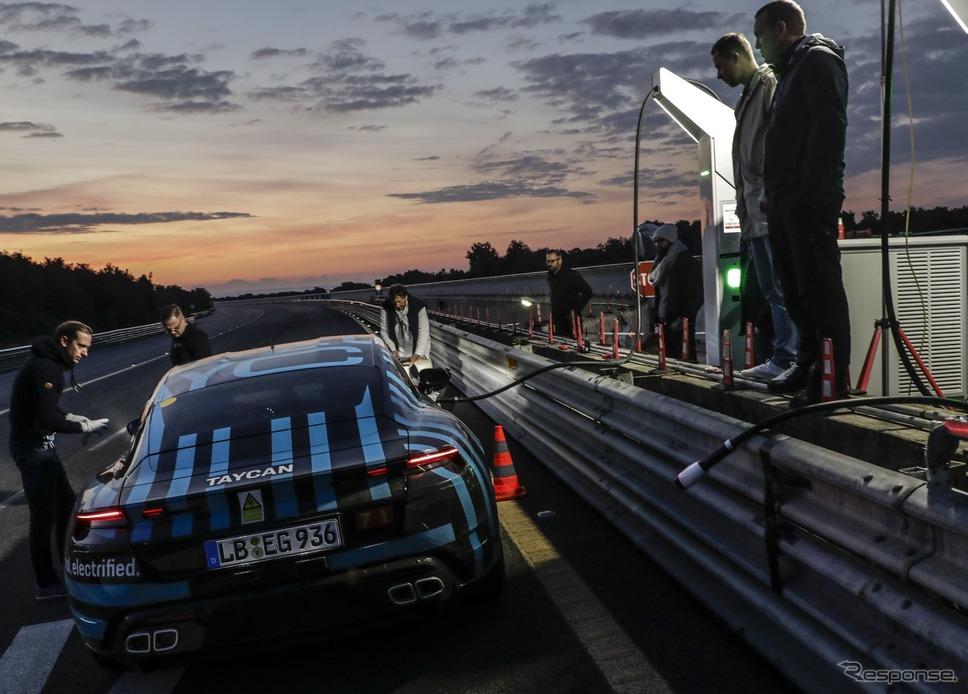 ポルシェ・タイカンのプロトタイプ《photo by Porsche》
