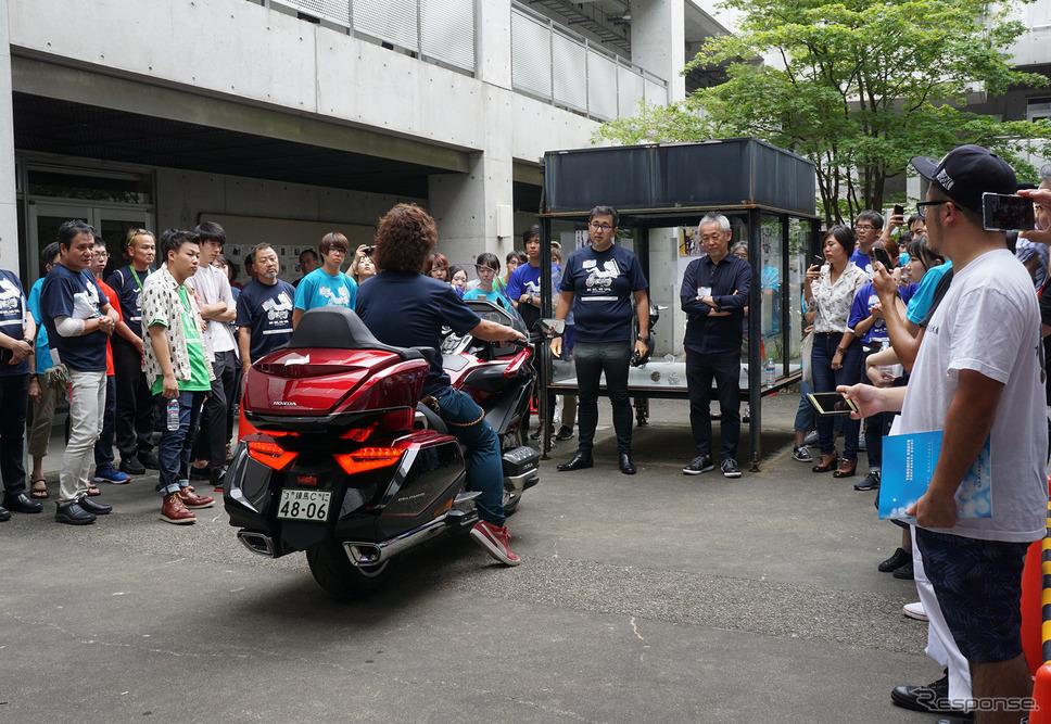 会場には各社が数台ずつ実車を展示。エンジンをかけたり、動かしたりして、学生たちにバイクの魅力の一端をアピールした。《撮影 千葉匠》