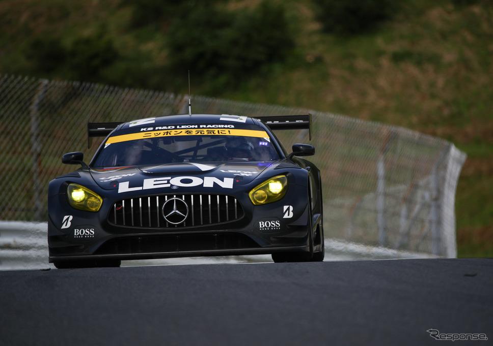 GT300クラス予選13位の#65 メルセデス。《撮影 益田和久》
