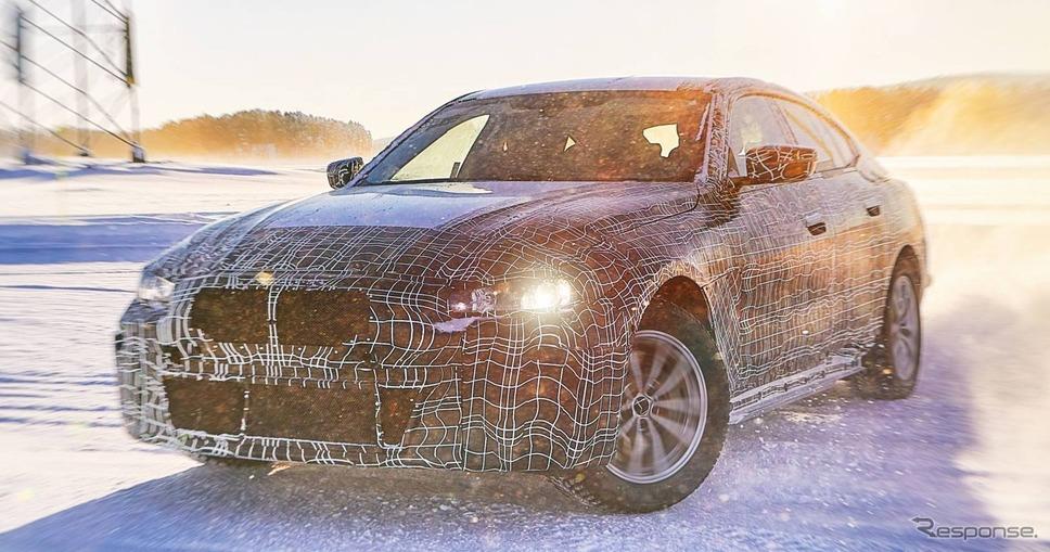 BMW i4 の開発プロトタイプ車《photo by BMW》
