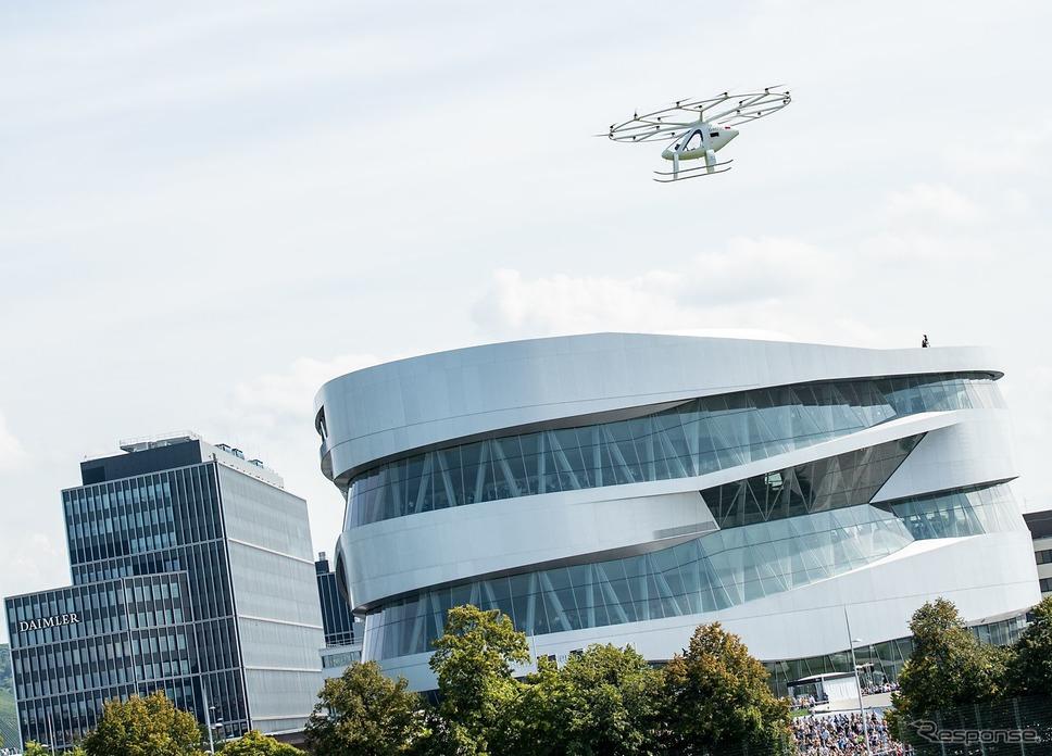 ダイムラーがメルセデスベンツ博物館で行った空飛ぶタクシーのデモ飛行《photo by Daimler》