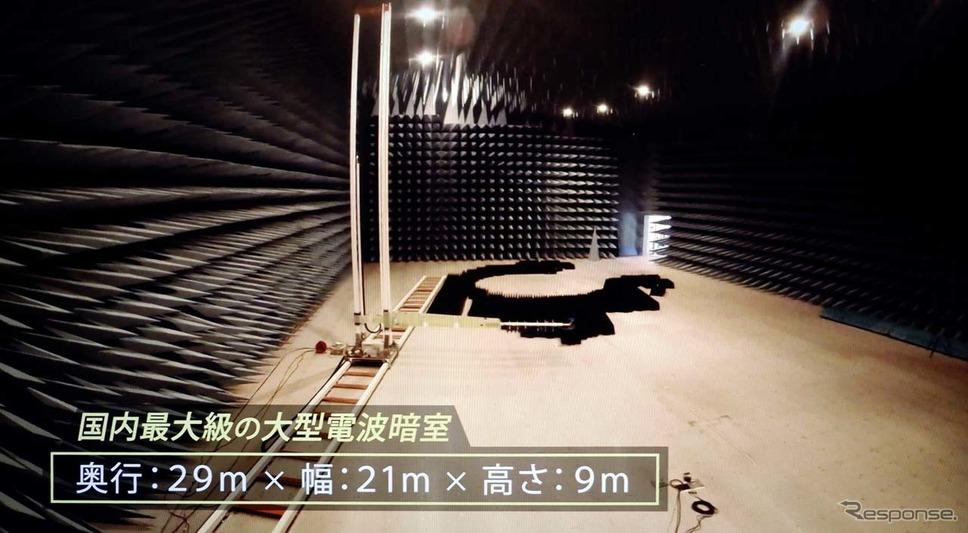 暗室内は有効内寸で29m(奥行き)×21m(幅)×9m(高さ)の巨大さ