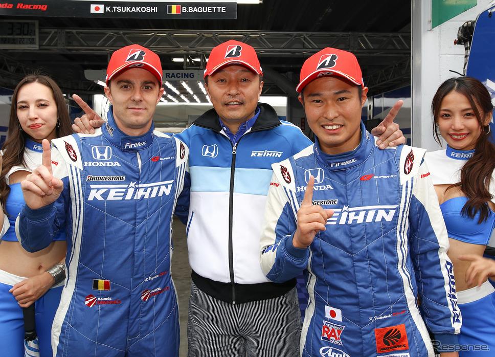 GT500クラスのポールを2戦連続で獲得したバゲット(左)と塚越(右)。《撮影 益田和久》