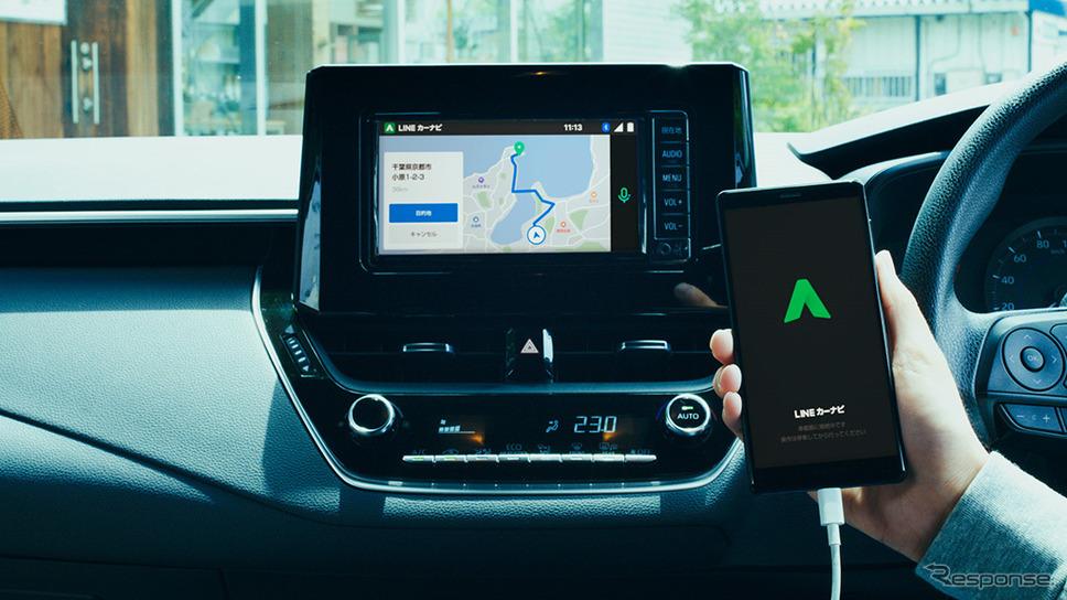 車のディスプレイと連携し、音声対話により走行中も安全にナビゲーション操作が可能《画像:アイシン・エイ・ダブリュ》