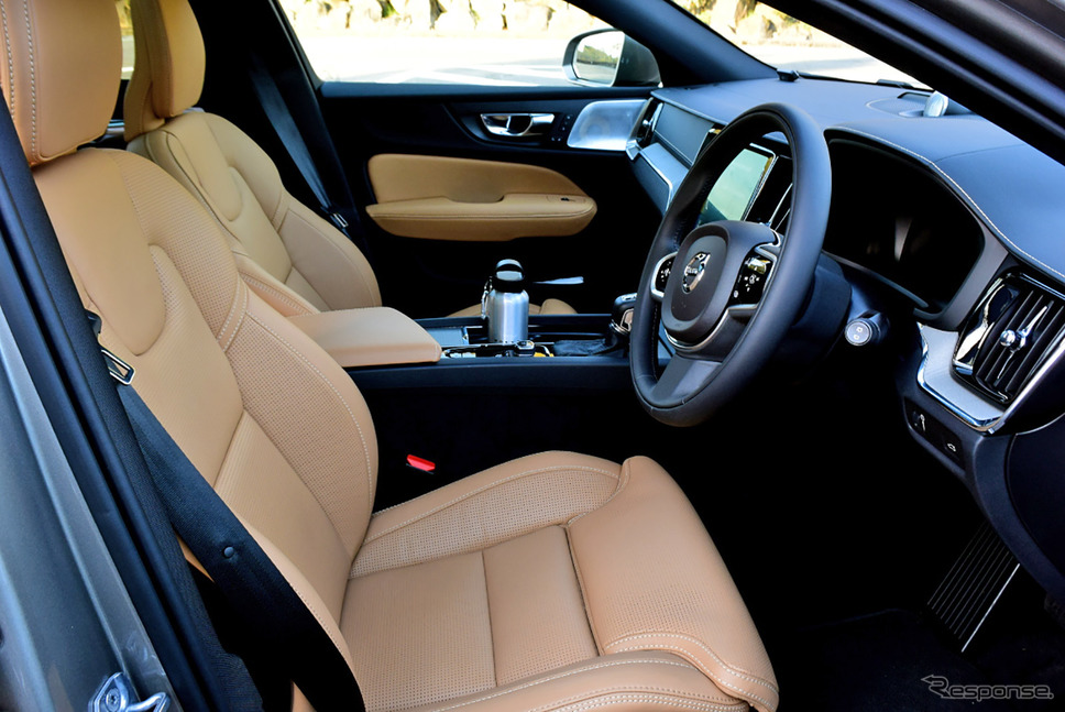 フロントシートは座面長を含め豊富な調整機能が備わる。《撮影 井元康一郎》