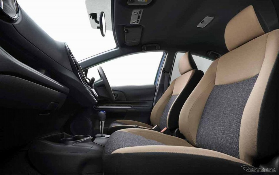 アクア 特別仕様車 S グランパー 内装《画像:トヨタ自動車》