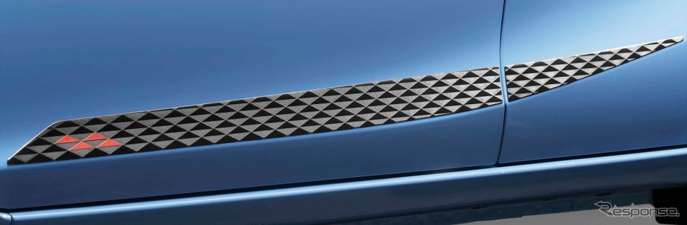 アクア 特別仕様車 S グランパー GLAMPER meets TRD サイドデカール《画像:トヨタ自動車》