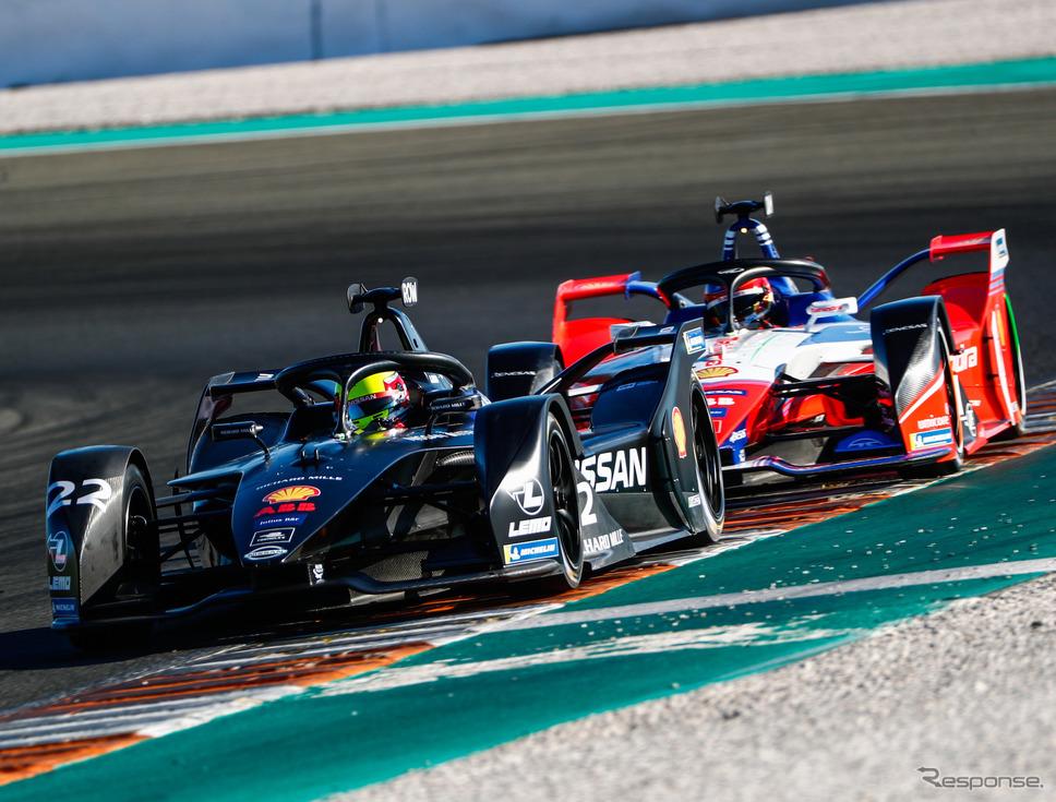 10月中旬にあったバレンシア合同テストの模様(#22は日産のローランド)。《写真提供 Formula E》
