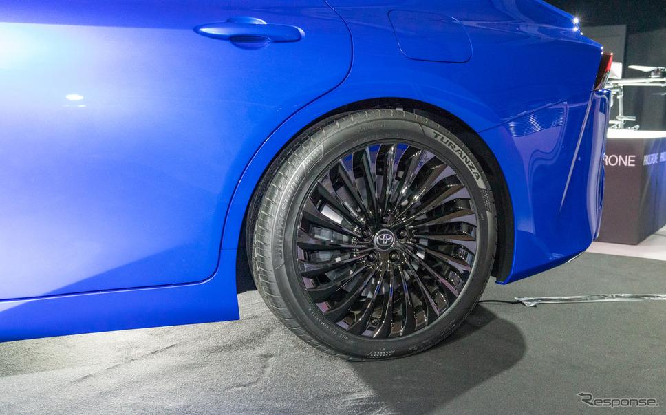 245/45R20のタイヤを装備。販売モデルでもこのサイズを採用したいと、心強い返答が。《撮影 関口敬文》