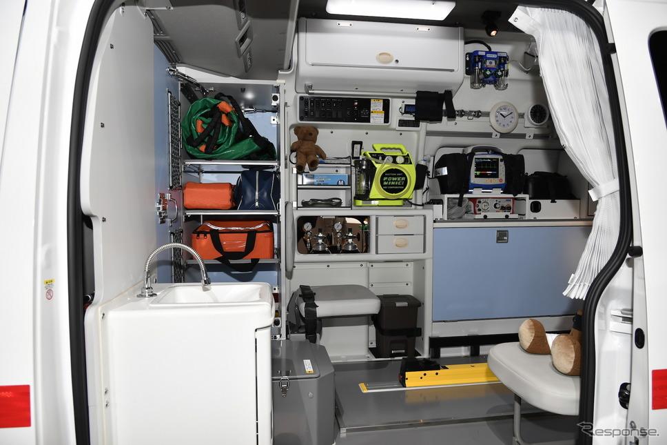 日産パラメディック 電動ストレッチャー、リチウムイオンバッテリー搭載(東京モーターショー2019)《撮影 雪岡直樹》
