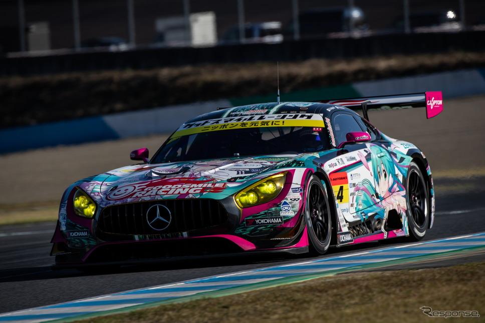 GT300クラス予選7位の#4 メルセデス(ドライバーズチャンピオン争いからは脱落)。《撮影 益田和久》