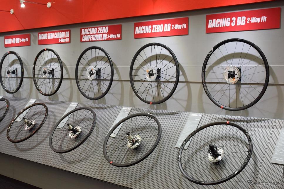 自転車のホイールだけでも展示される。写真はイタリアのフルクラム《撮影 釜田康佑》