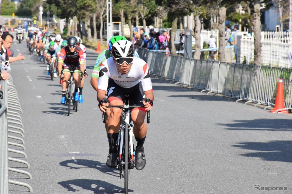 サイクルモードの会場を出てすぐにところではプロ選手による本格的なレースを開催《撮影 釜田康佑》