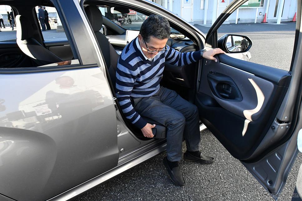 トヨタ ヤリス 新型 ターンチルトシート(プロトタイプ)《撮影 中野英幸》