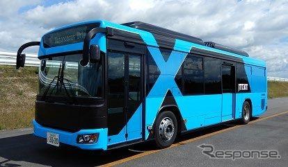 自動運転の技術実証に使われる営業用車両と同型の「日野ブルーリボンシティ」。《出典 東日本旅客鉄道など》