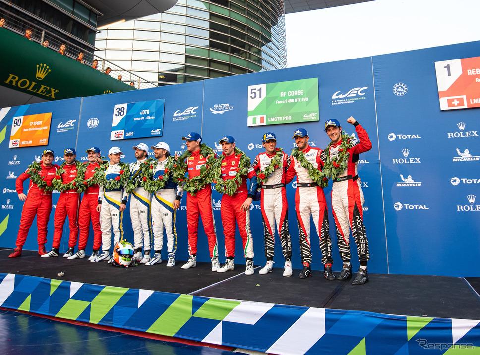 各クラス優勝者たち、右端がLMP1優勝のB.セナら3人。《写真提供 FIA-WEC》