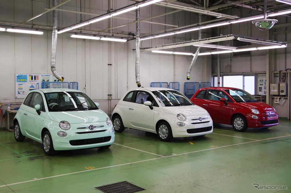 豊橋のFCAジャパン新車整備センターに並んだフィアット500。図らずもイタリアンカラーだ《撮影 宮崎壮人》
