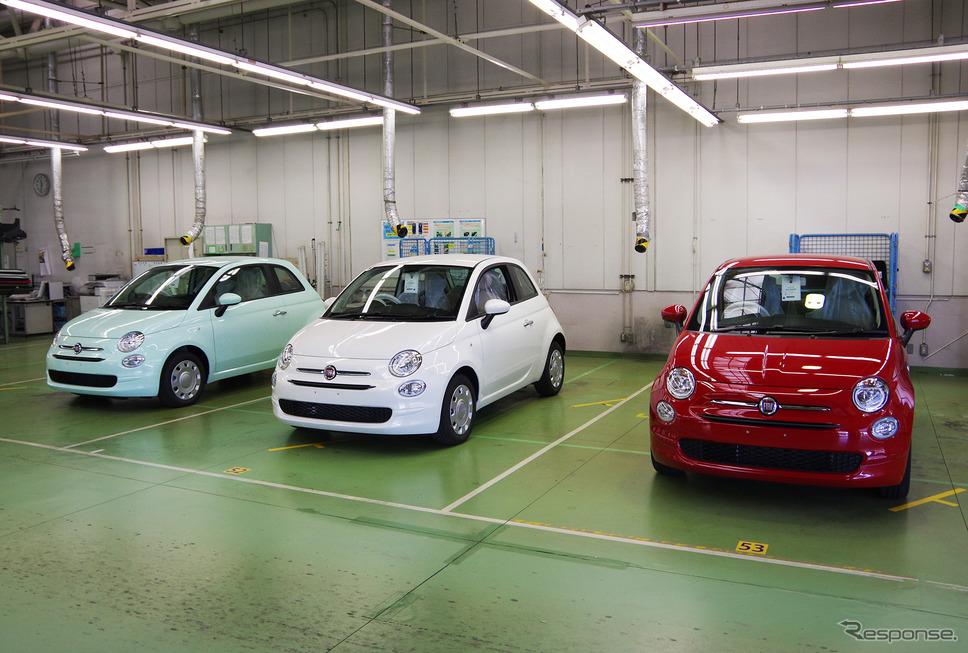 豊橋のFCAジャパン新車整備センターに並んだフィアット500。《撮影 宮崎壮人》