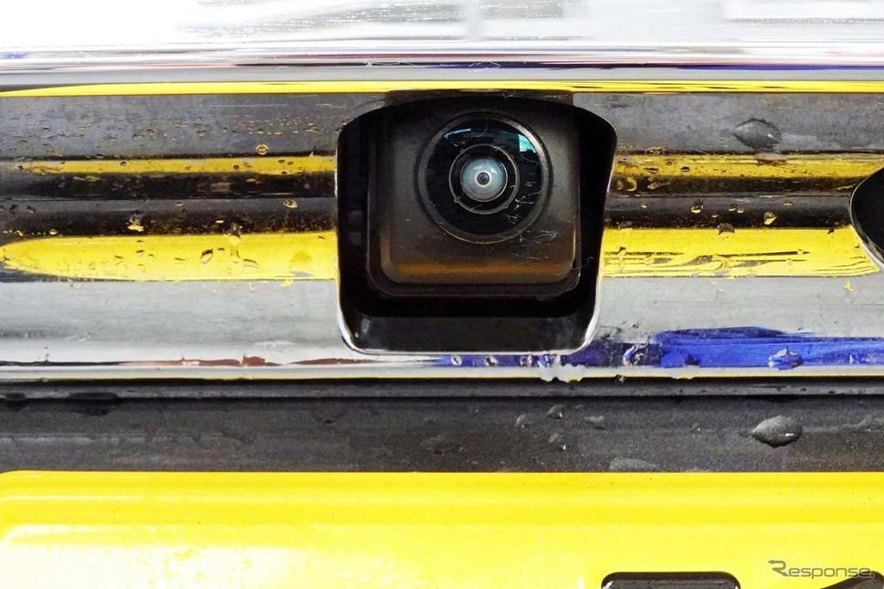 バックゲートに取り付けた「リアカメラ de あんしんプラス2」