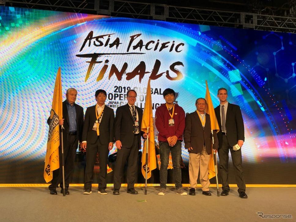 キャタピラー グローバル オペレータチャレンジ アジア大会 表彰式《画像:キャタピラージャパン》