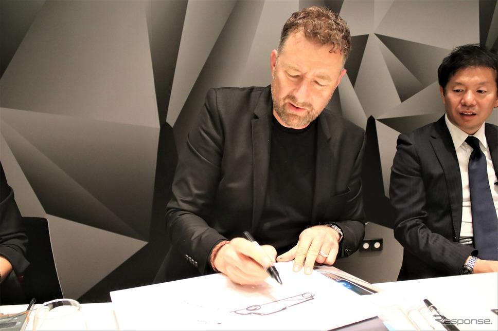 ダイムラー社メルセデス・ベンツアドバンスド・デザインシニアマネージャーのホルガー・フッツェンラウブさん《撮影  内田俊一》