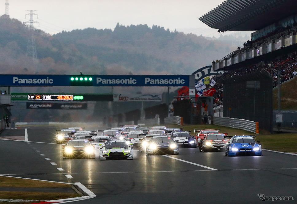 SUPER GT × DTM 特別交流戦「レース2」は、素晴らしいバトルを連続的に披露した。《撮影 益田和久》