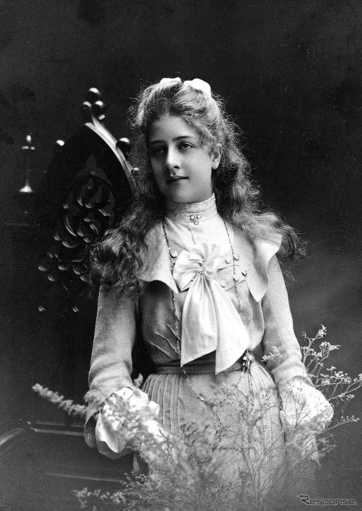 1900年ごろに撮影されたメルセデス嬢。《photo by Mercedes-Benz》